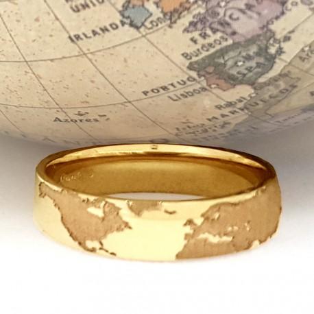 Alianza mapamundi hemisferio norte redondeada y con interior confort, en oro amarillo